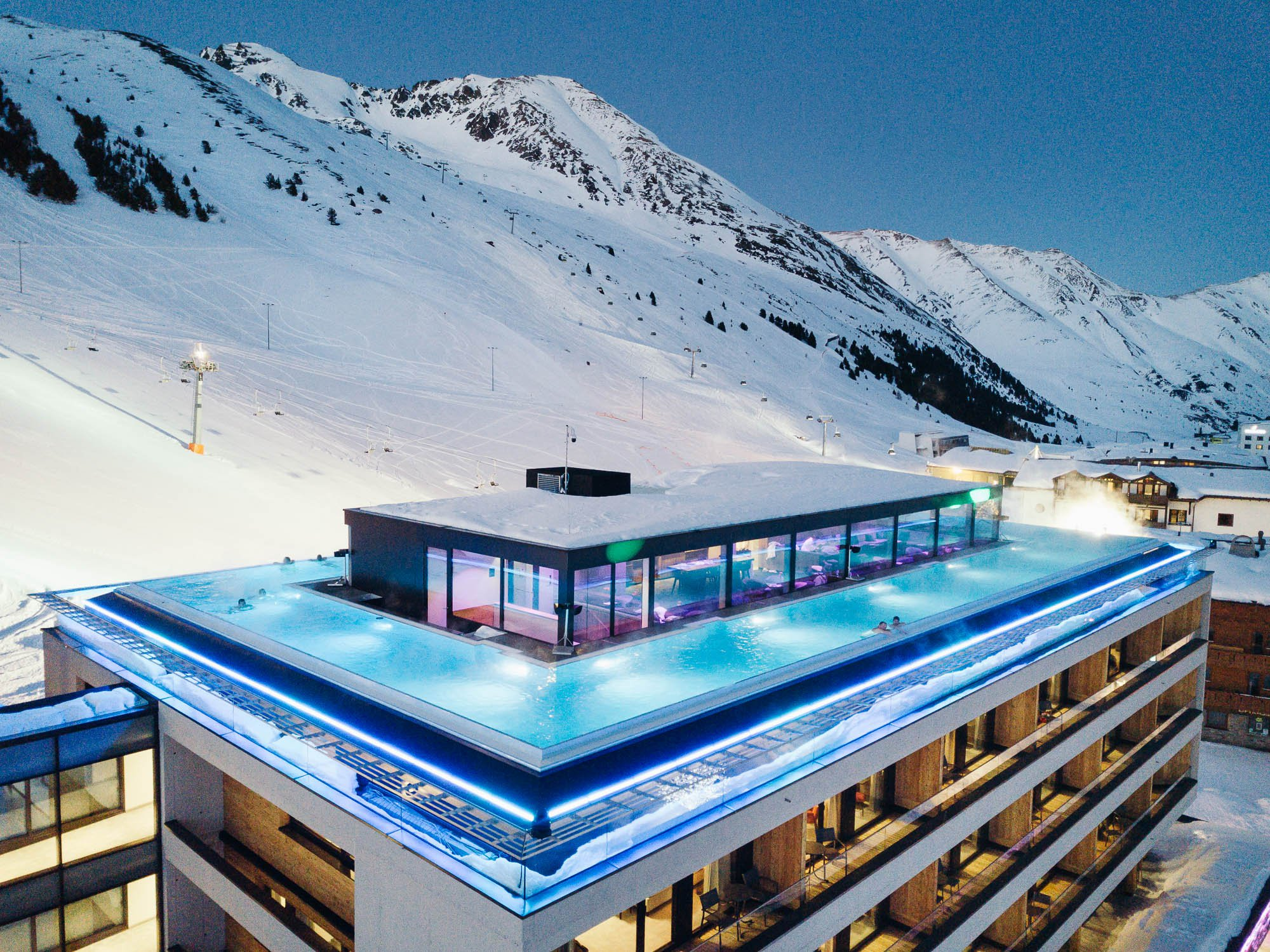 Great luxury in the middle of the Tyrol: the Mooshaus Endless Sky Pool nearly 100 metres long